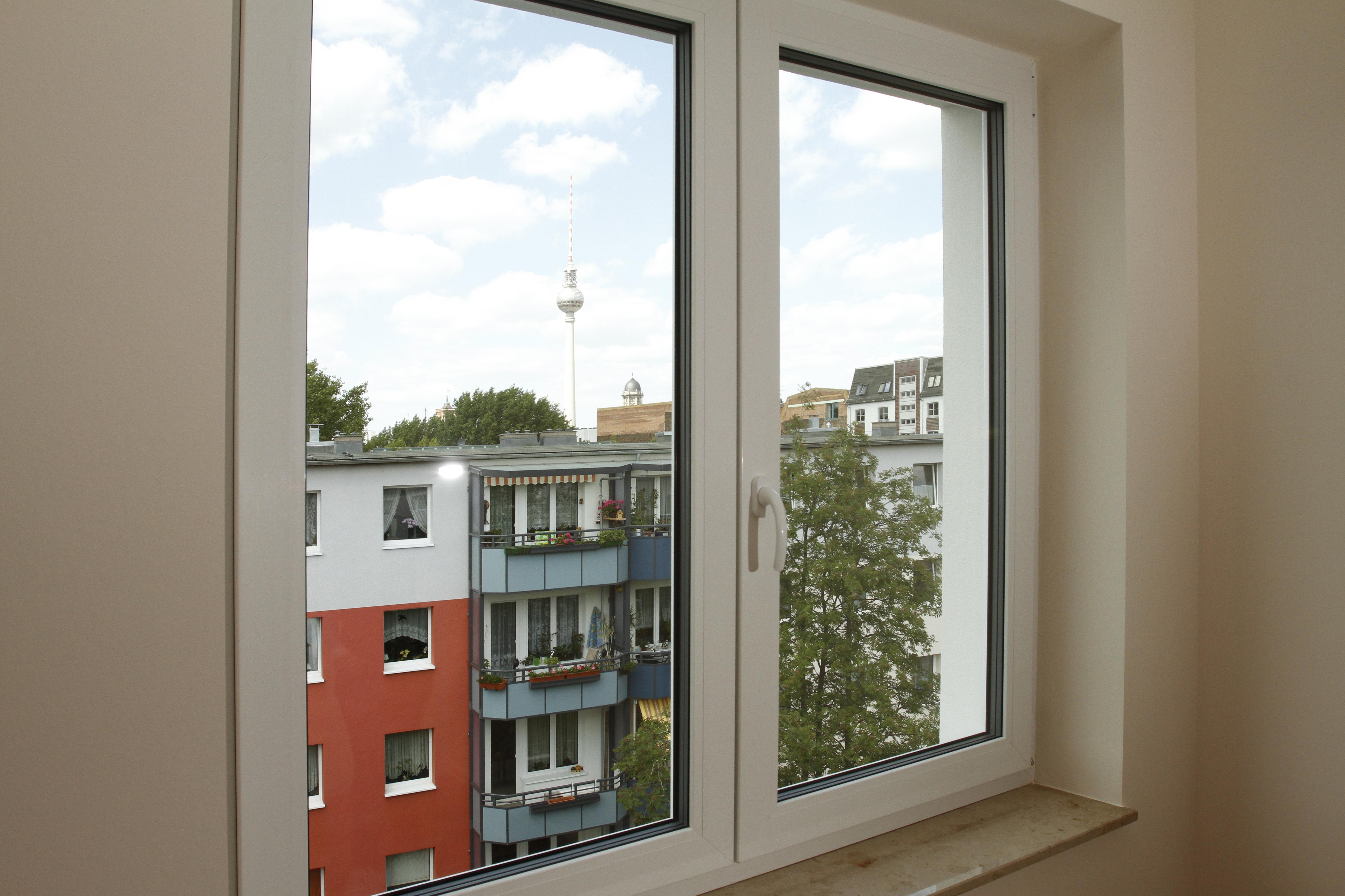 Blick aus dem Fenster zum Fernsehturm